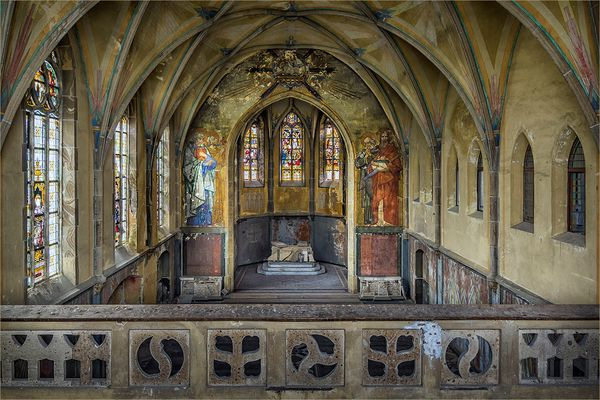 verfallende klosterkirche st josef in hostert