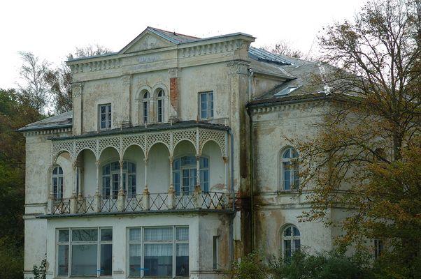 Verfallende Villa im Ostseebad Heiligendamm, dem ältesten Seebad Deutschlands