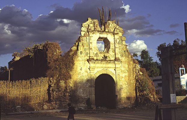 Verfallene Kirche
