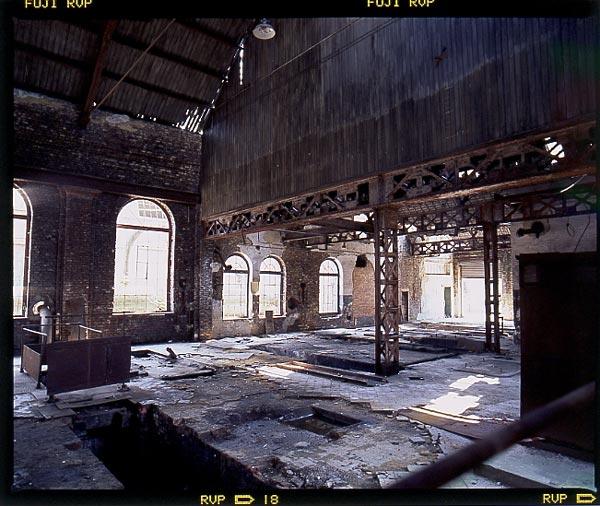 Verfallene Werkhalle