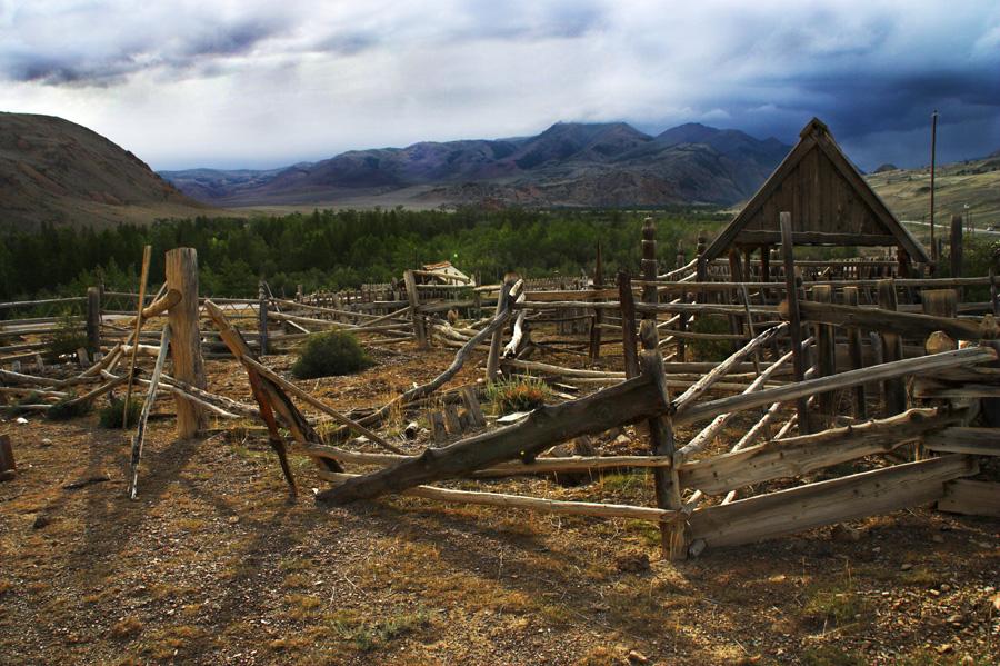 Verfallener Friedhof in Sibirien