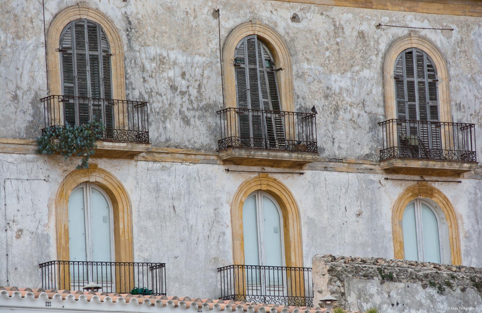 Verfallener Palacio in der Altstadt von Ibiza