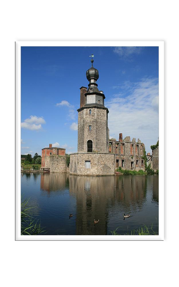 verfallenes (leider) Wasserschloss in der Nähe von Strepy Thieu/ Belgien