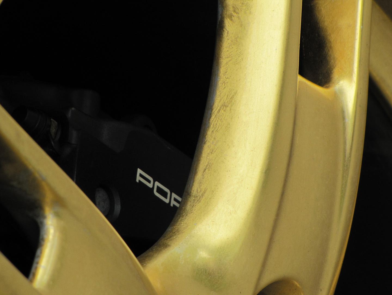 vergoldeter Porsche
