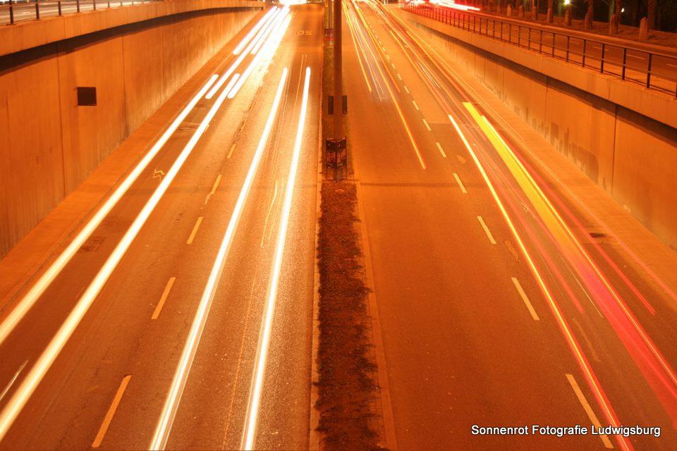 Verkehr in Ludwigsburg bei Nacht