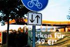 """""""Verkehrsschilder"""" an der Shell-Tankstelle"""