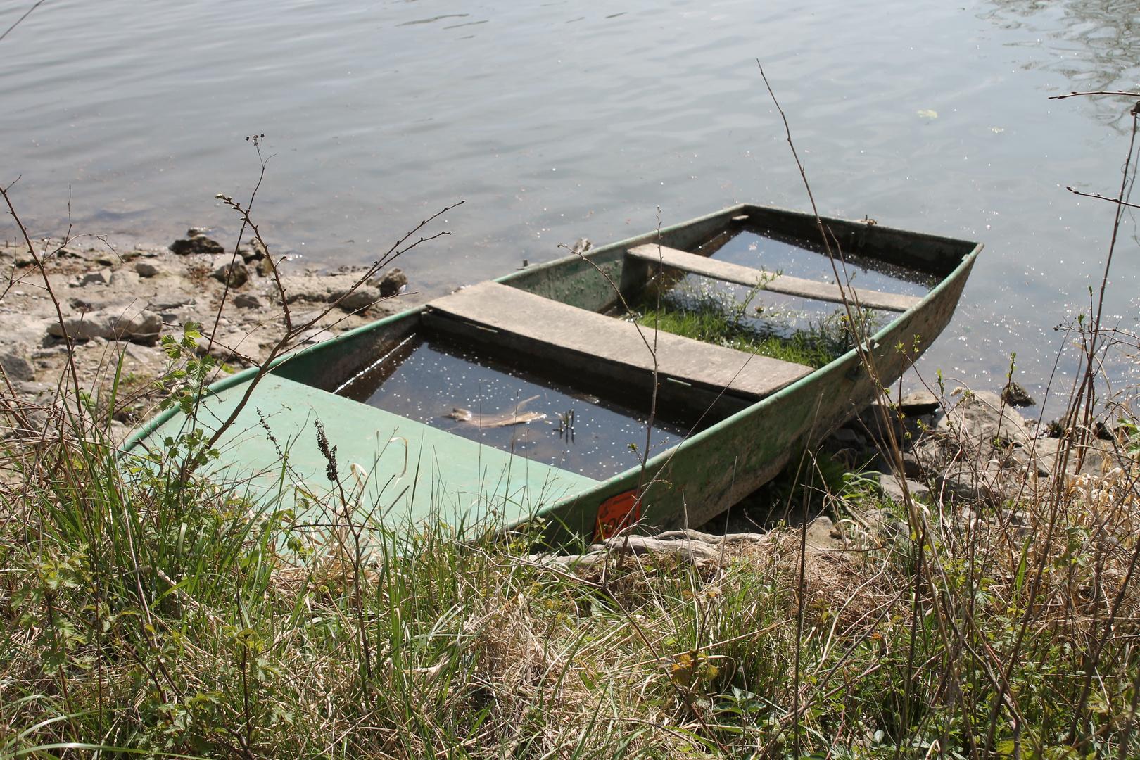 verkehrte Welt - Wo sollte bei einem Boot das Wasser sein ?