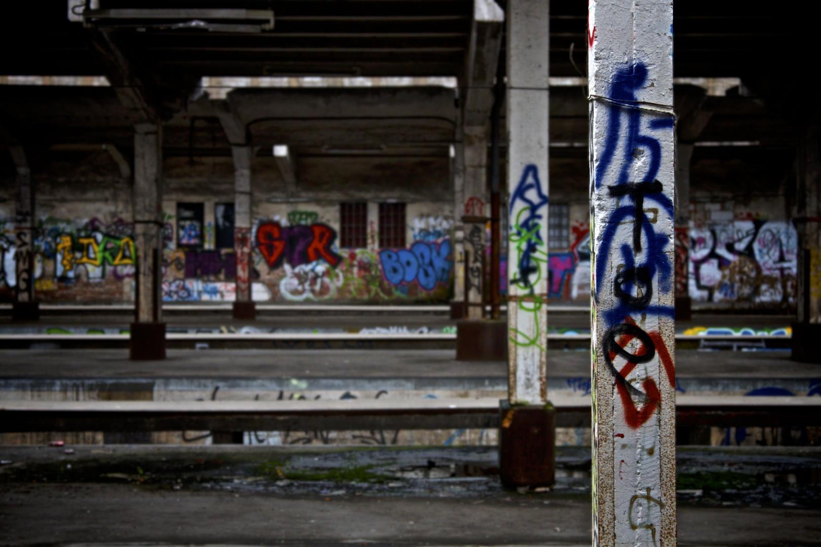Verlassender Bahnhof