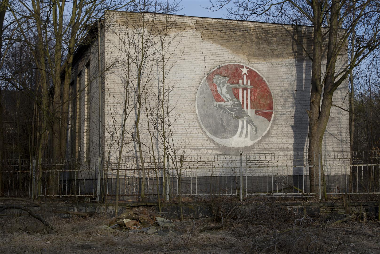 Verlassene sowjetische Armeesporthalle