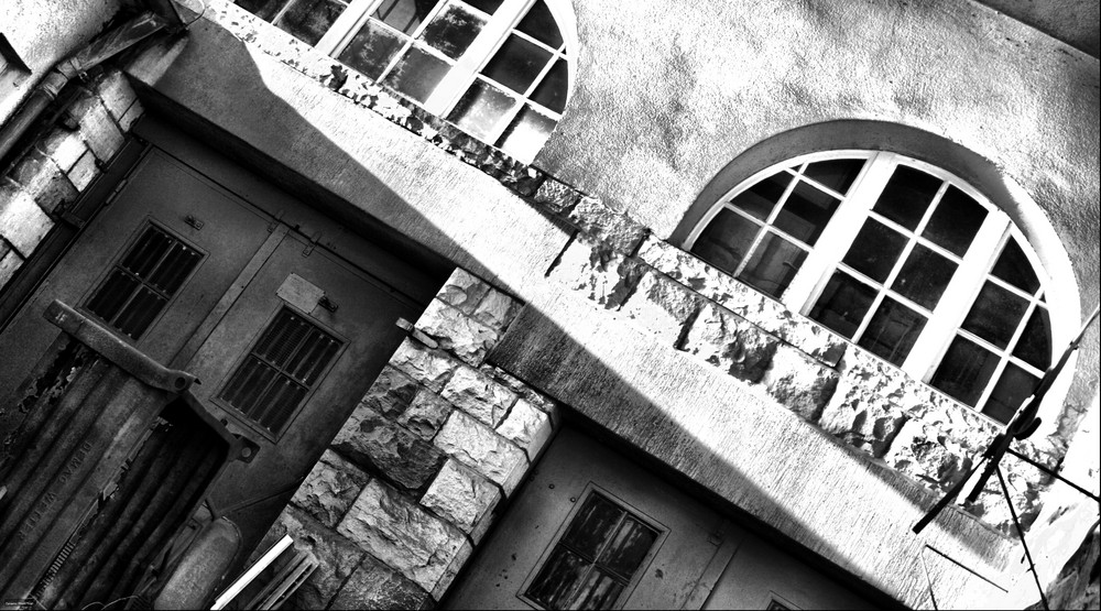 verlassenes Bahngebäude