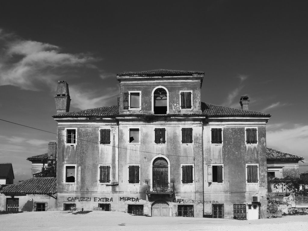 Verlassenes Haus in Tar