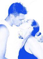Verliebtes Pärchen küsst sich