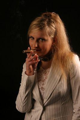 Verlockende Buisness-Frau oder Zigarre? Was will ein Mann lieber...