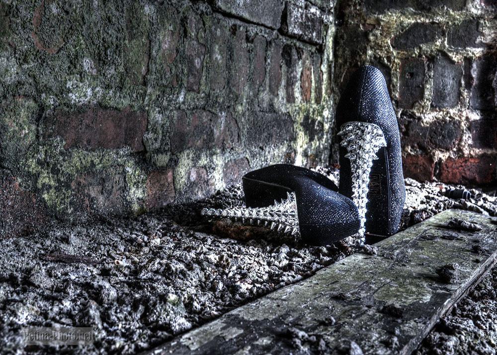 verlorenen Schuhe an einem Lost Place HDR