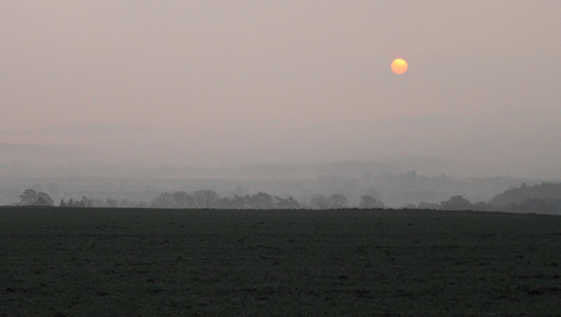 Vernebelter Sonnenaufgang