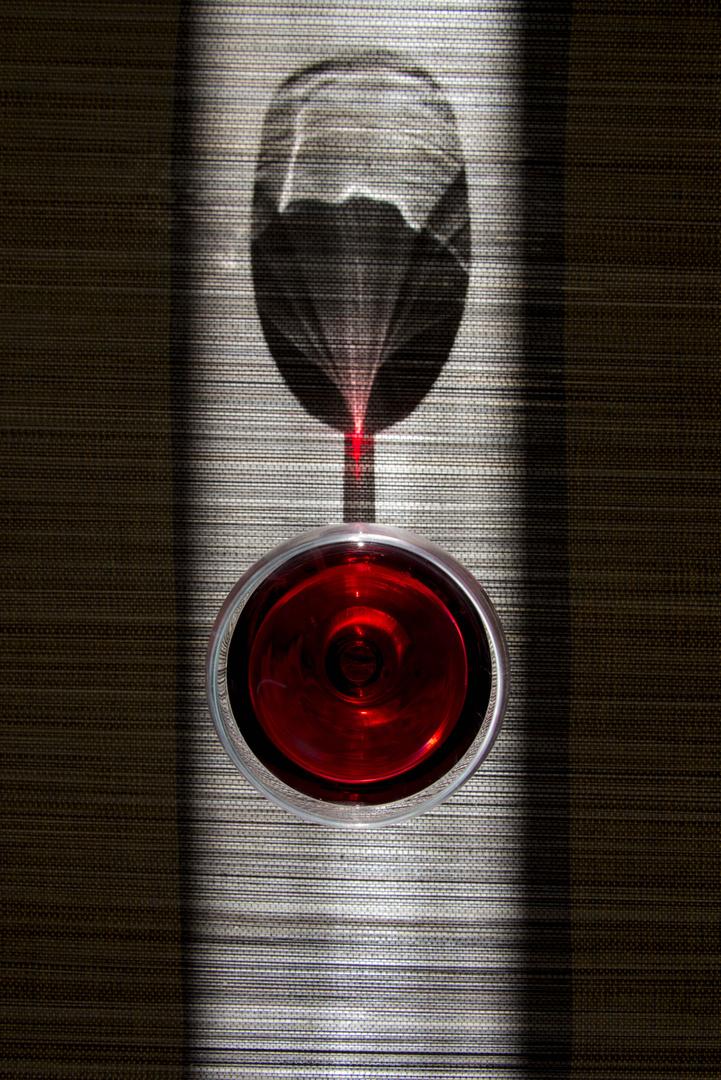 verre de rouge et son ombre