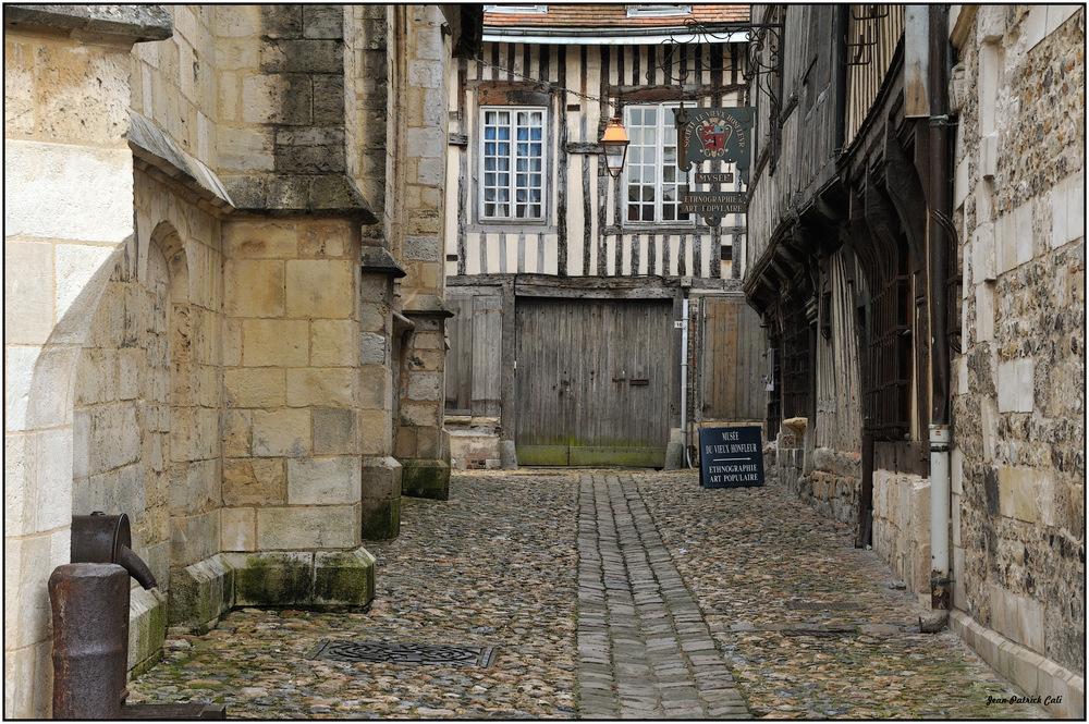 Vers le vieux musée d 'Honfleur