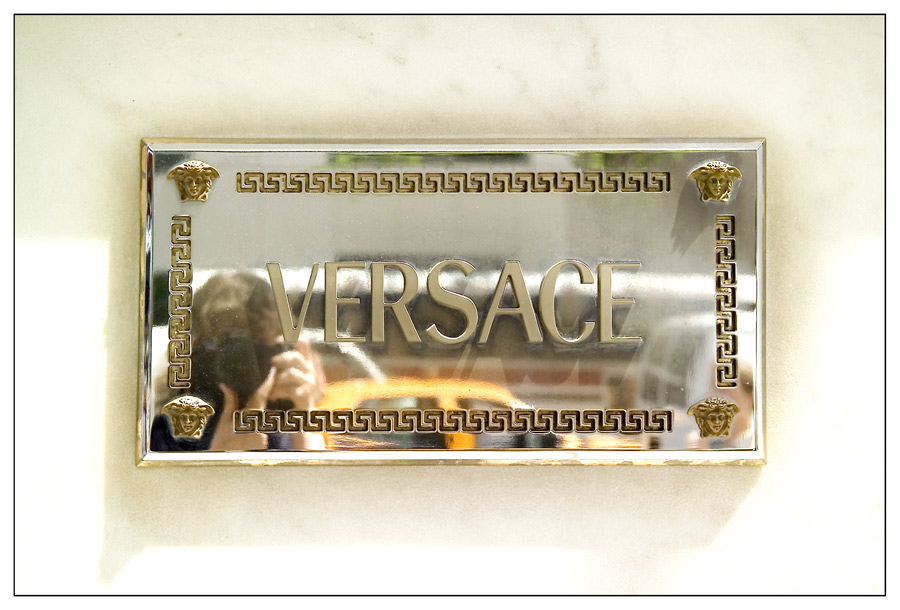 Versace ...