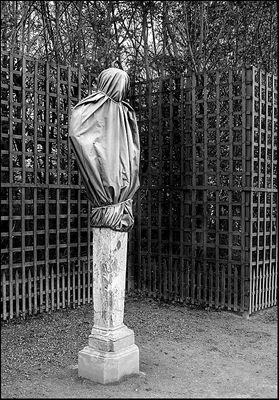 Versailles - Statues couvertes pour l'hiver