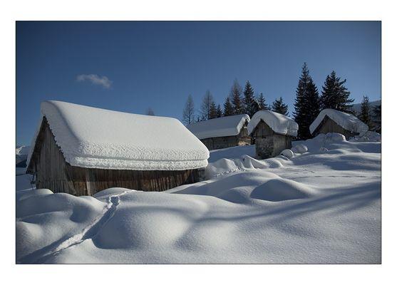 Verschneite Hüttenidylle