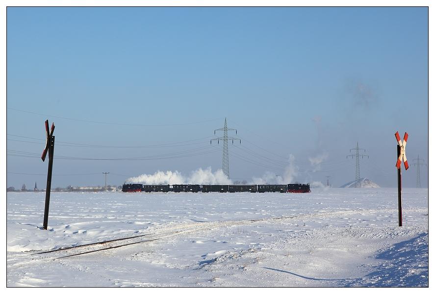 Verschneiter Mansfelder Bahnübergang