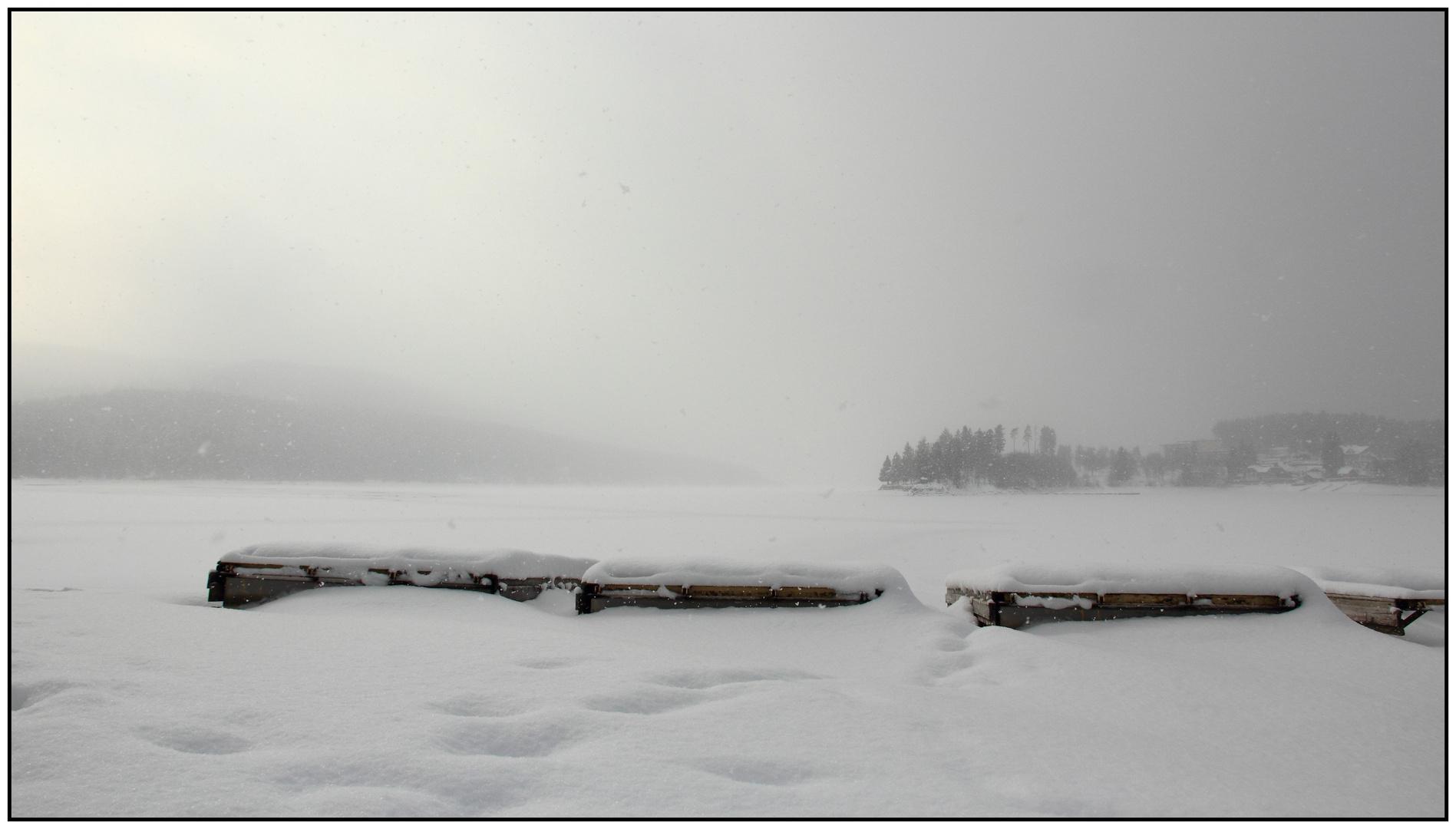 Verschneiter Strand am Schluchsee im Februar 2013