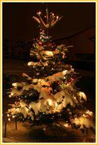 Verschneiter Weihnachtsbaum