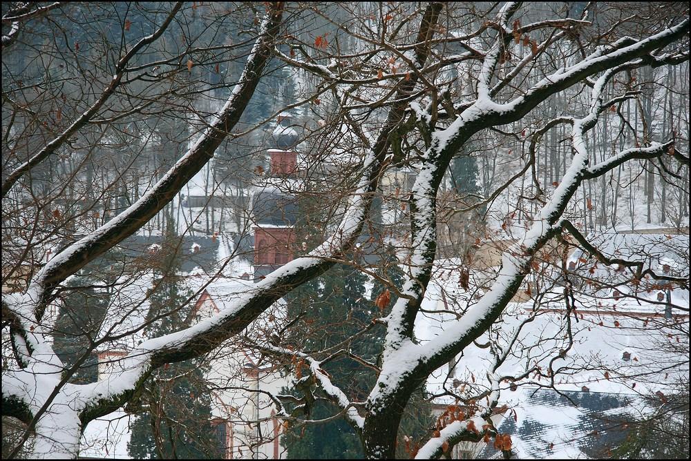 Verschneites Kloster