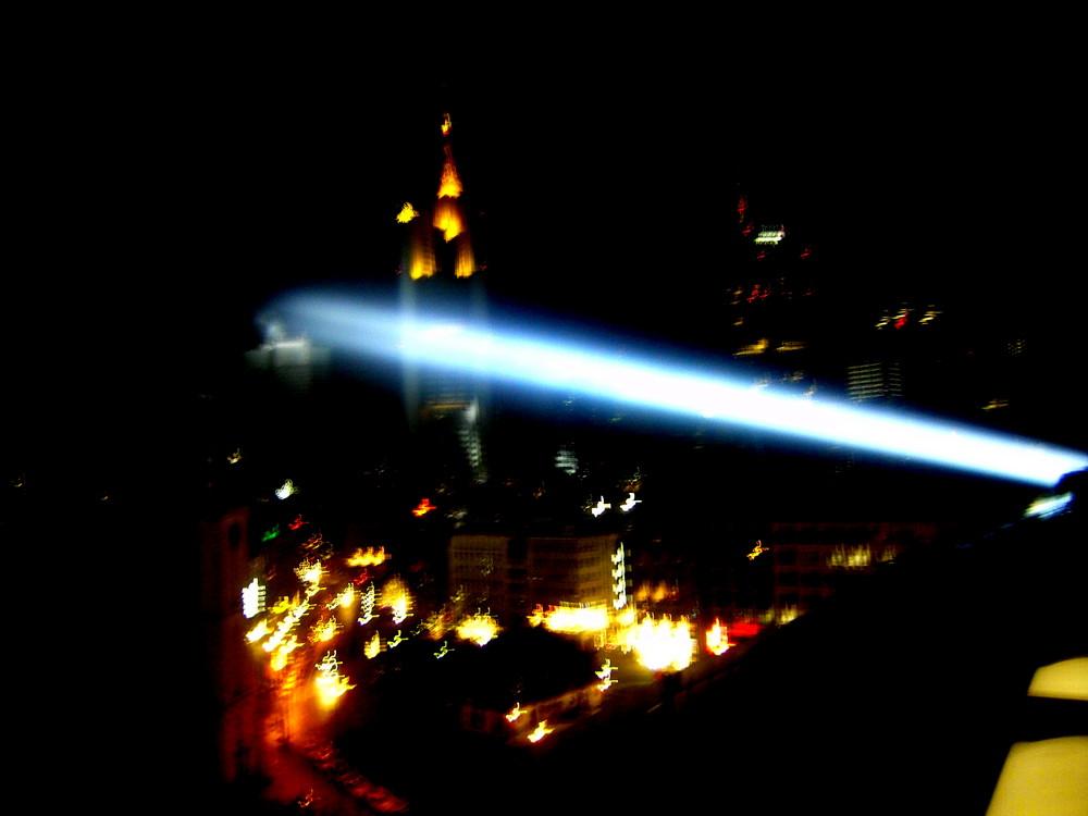 Verschwommene Lichter der Großstadt Frankfurt