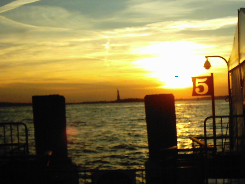 verschwommener Sehnsuchtsort, Pier 5, Statue of Liberty NY
