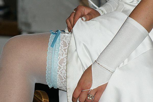 Versteigerung des (Hochzeits) Strumpfbandes
