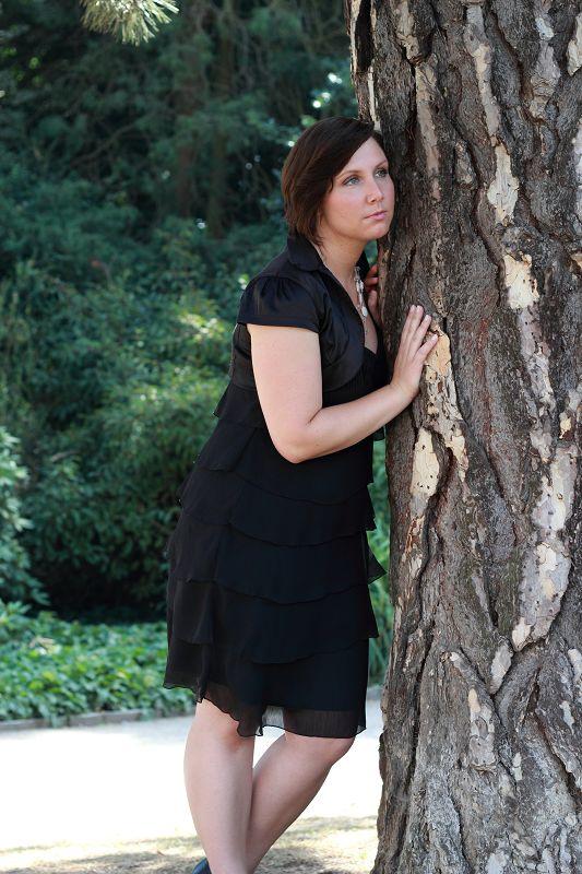 Verträumt dem Baum horchen