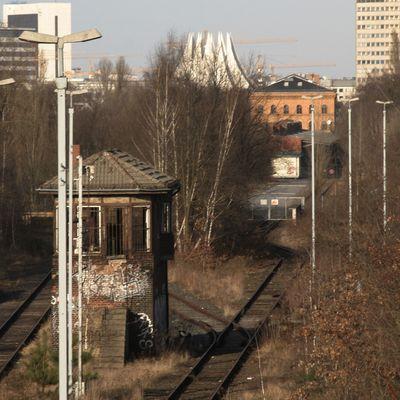 Verwaistes Stellwerk an der Monumentenbrücke (Berlin)