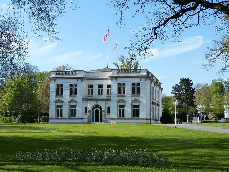 Verwaltungsgebäude im Kurpark