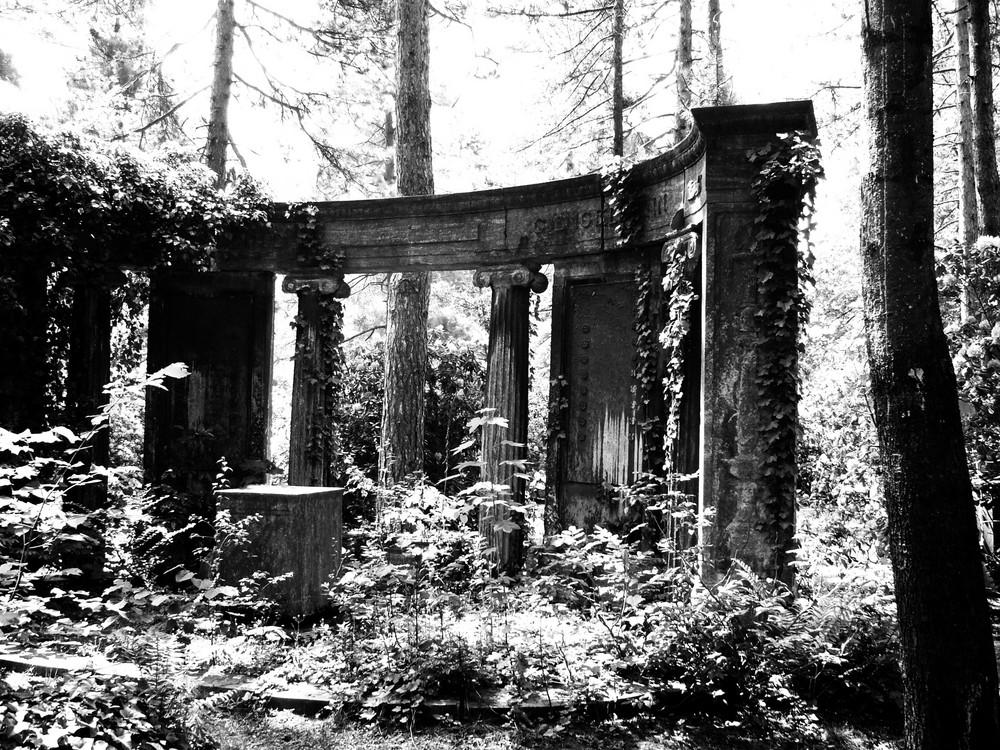 Verwunschen.. (Friedhof)