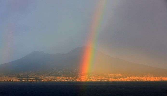 Vesuv im Regenbogen