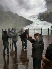 Vicino alla cascata di Kjosfoss