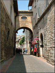 «Vicolo a Assisi»