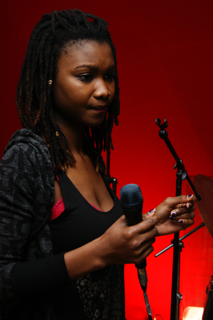 Victoire n the mic