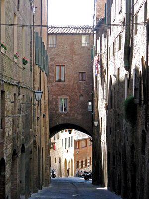 vie di Siena