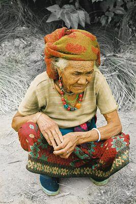 vieille femme a Chanauti Nepal