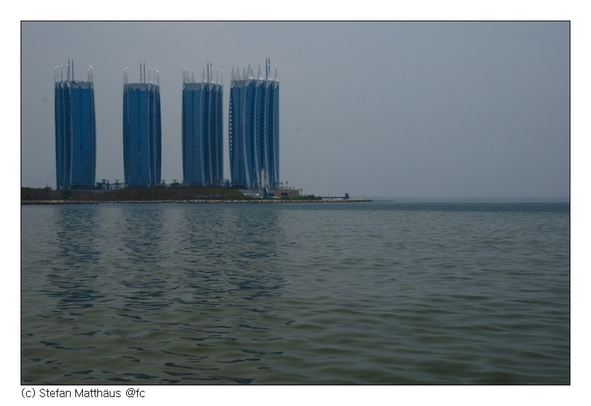 Vier Hochhäuser mit Seeblick