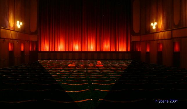 Vier im Kino