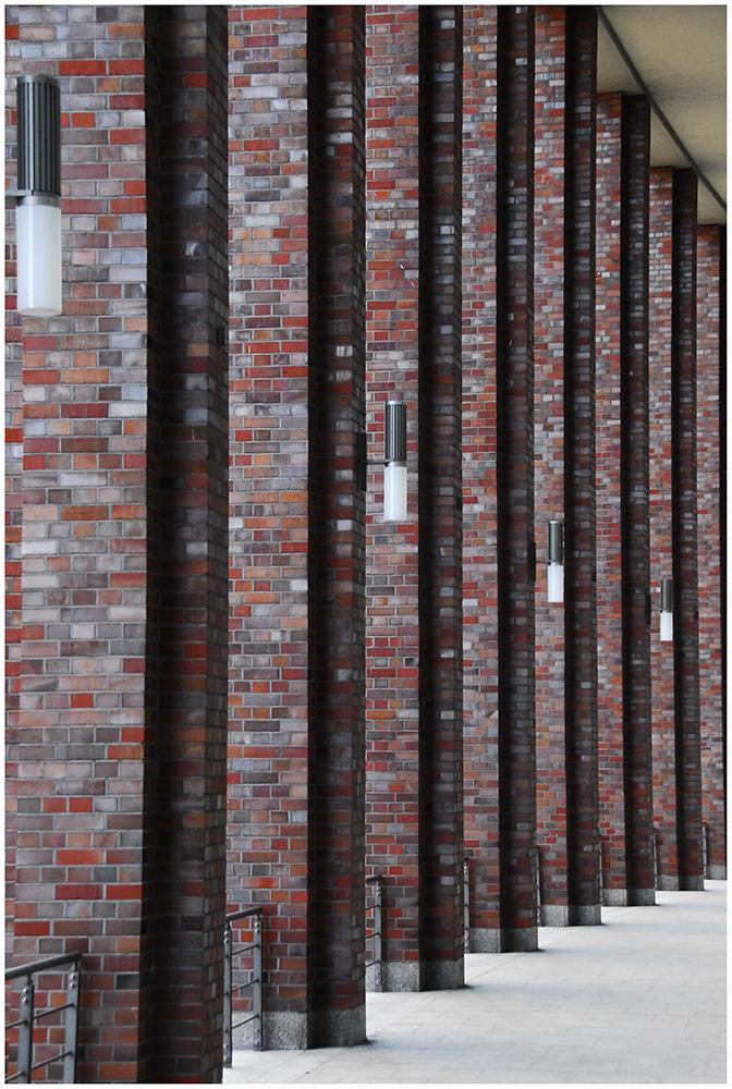 vier Lampen - acht Säulen