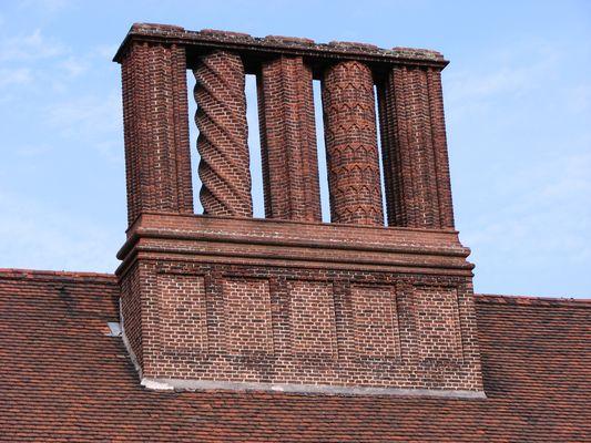 Vier verschiedene Schornsteine von Schloss Cecilienhof