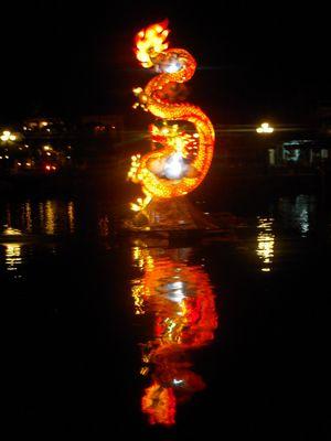 Vietnam : Lampion-Dragon sur le fleuve de Hoi Han