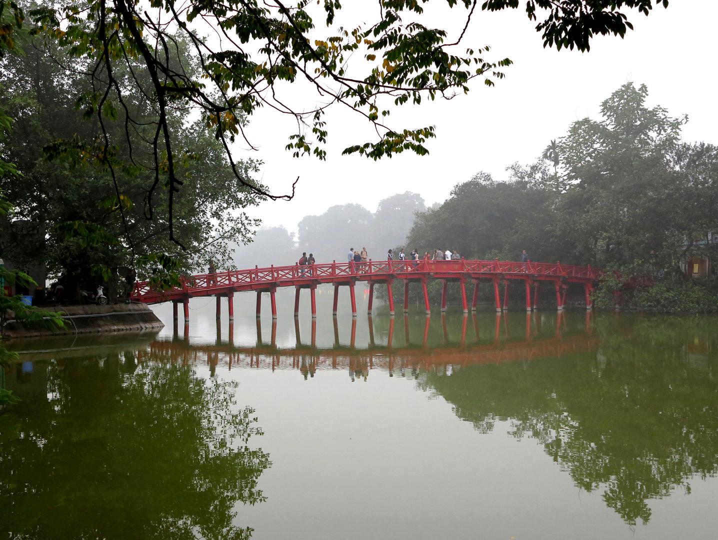 VIETNAM - The Huc Brücke am Hoan Kiem See