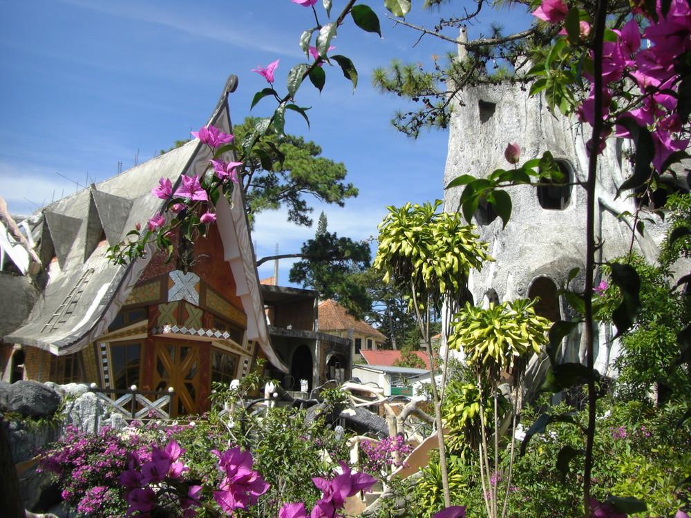 Vietnam : Un melange Gaudi/Alice au pays des merveilles à Dalat