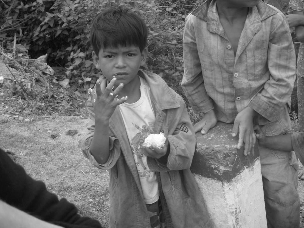 Vietnam : Un petit et sa boule de riz