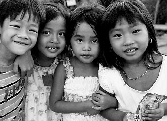 Vietnamesische Kinder lachen gern, sind angenehm neugierig und wollten unbedingt aufs Foto